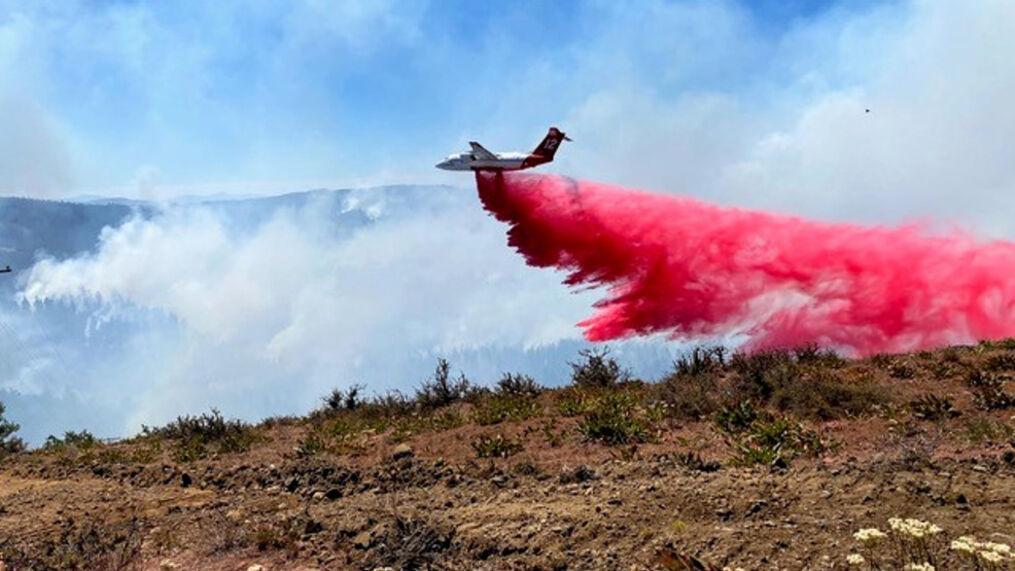 Air Tanker dropping Retardant. Looking south off of Foreman Point. (Conderated Tribes of Warm Springs)
