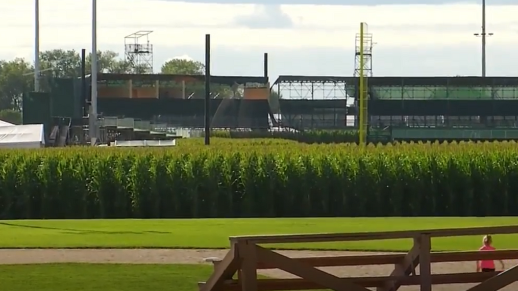 We Hope To Host This Event In Iowa In 2021 Rdquo Mlb Officially Cancels Field Of Dreams Game Kgan
