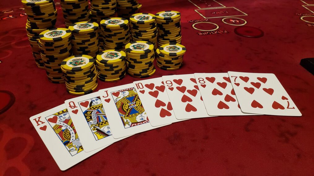 Orleans visitor banks nearly $250,000 on natural straight flush | KSNV