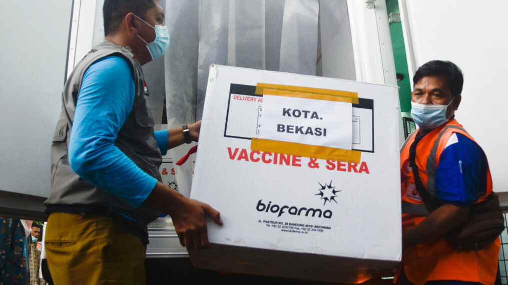 Indonesia Starts Mass Covid Vaccinations Over Vast Territory Wtov