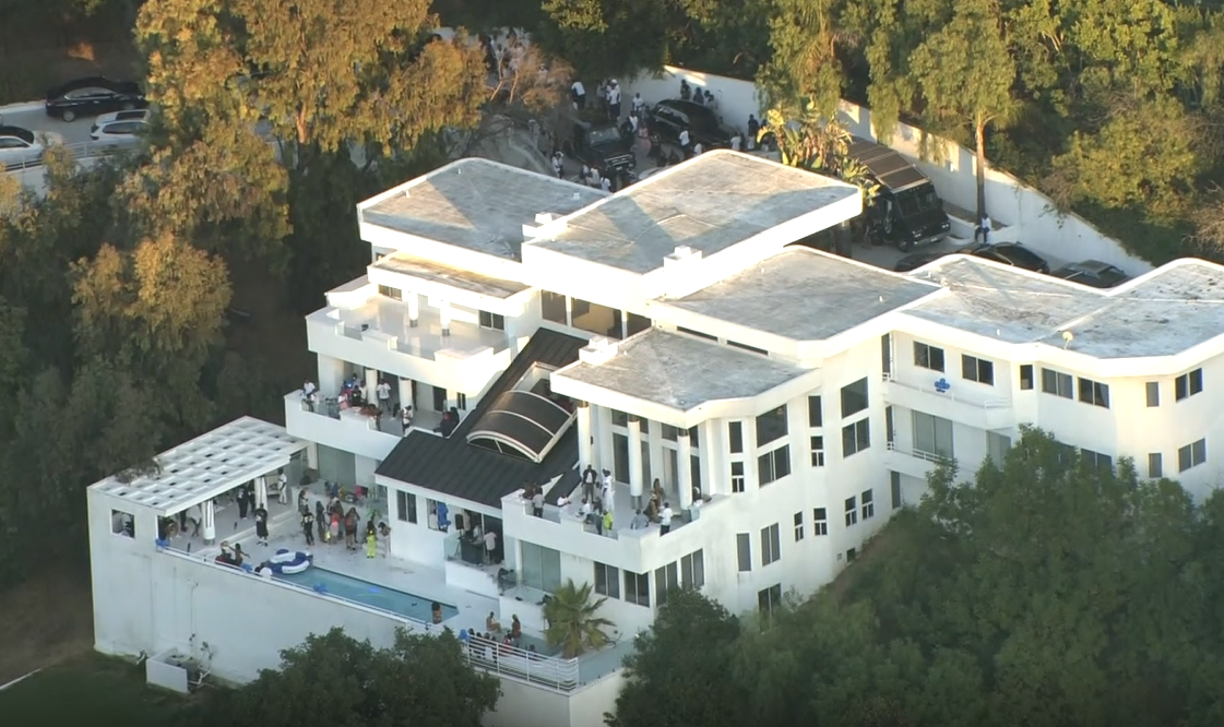 <p>Aerials show a crowd of people at a mansion in Beverly Crest, California, near Beverly Hills, on Tuesday, August 4 which was cited as a reason for a crackdown on large gatherings in Los Angeles (KCAL//CNN Newsource){&nbsp;}</p>