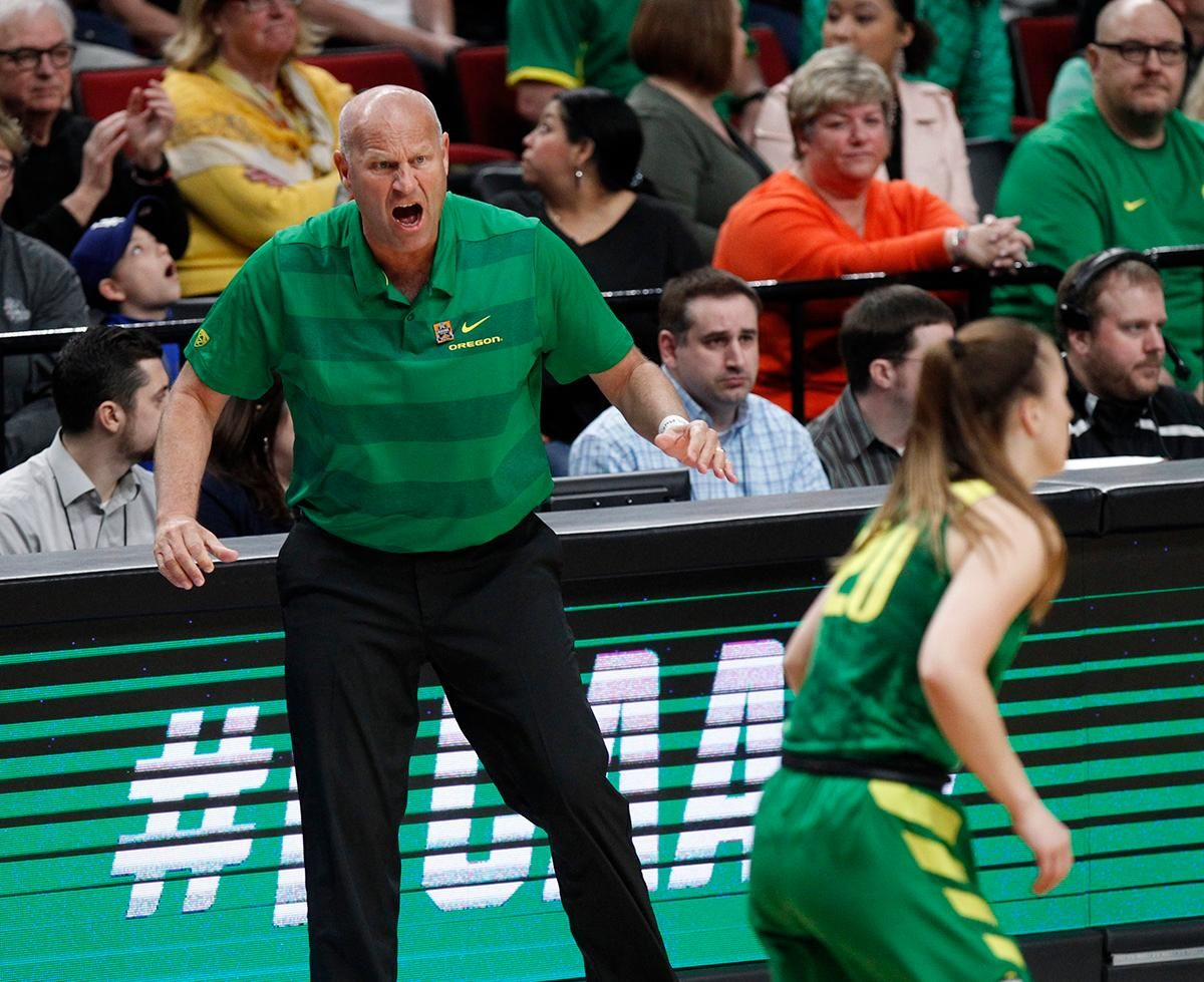 Oregon head coach Kelly Graves, left, shouts instructions to his team during the first half of a regional final against Mississippi State in the NCAA women's college basketball tournament Sunday, March 31, 2019, in Portland, Ore. (AP Photo/Steve Dipaola)