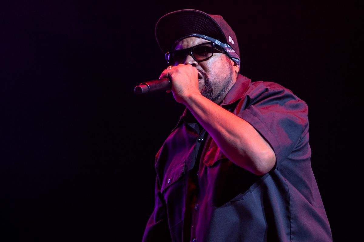 Portland's annual Halloween throwback concert was back at the Moda Center Saturday! JAM'N 107.5's Boo Bomb 6 brought several heavy hitters in the hip hop scene, including Ice Cube, E-40, Ginuwine, Baby Bash, Zapp, and Portland's own Roulette Delgato. Afternoon Live's own Tra'Renee Chambers was on stage emceeing the show. (Photo by Will Schweinfurth on Saturday, October 19)