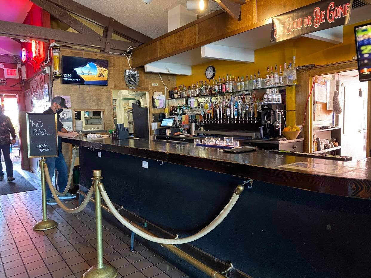 Walt's Pourhouse in Coos Bay, Ore., Jan. 13, 2021. (SBG)