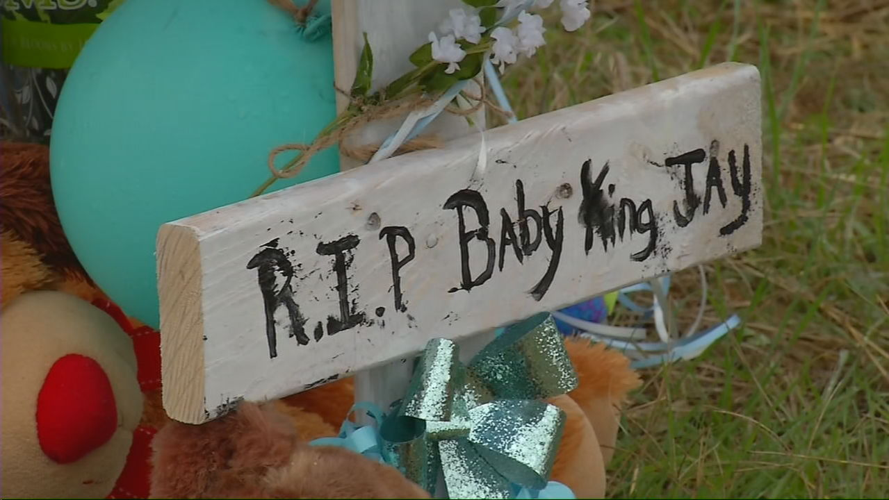 PHOTO GALLERY: Baby King Jay Memorial growing (SBG Photo)