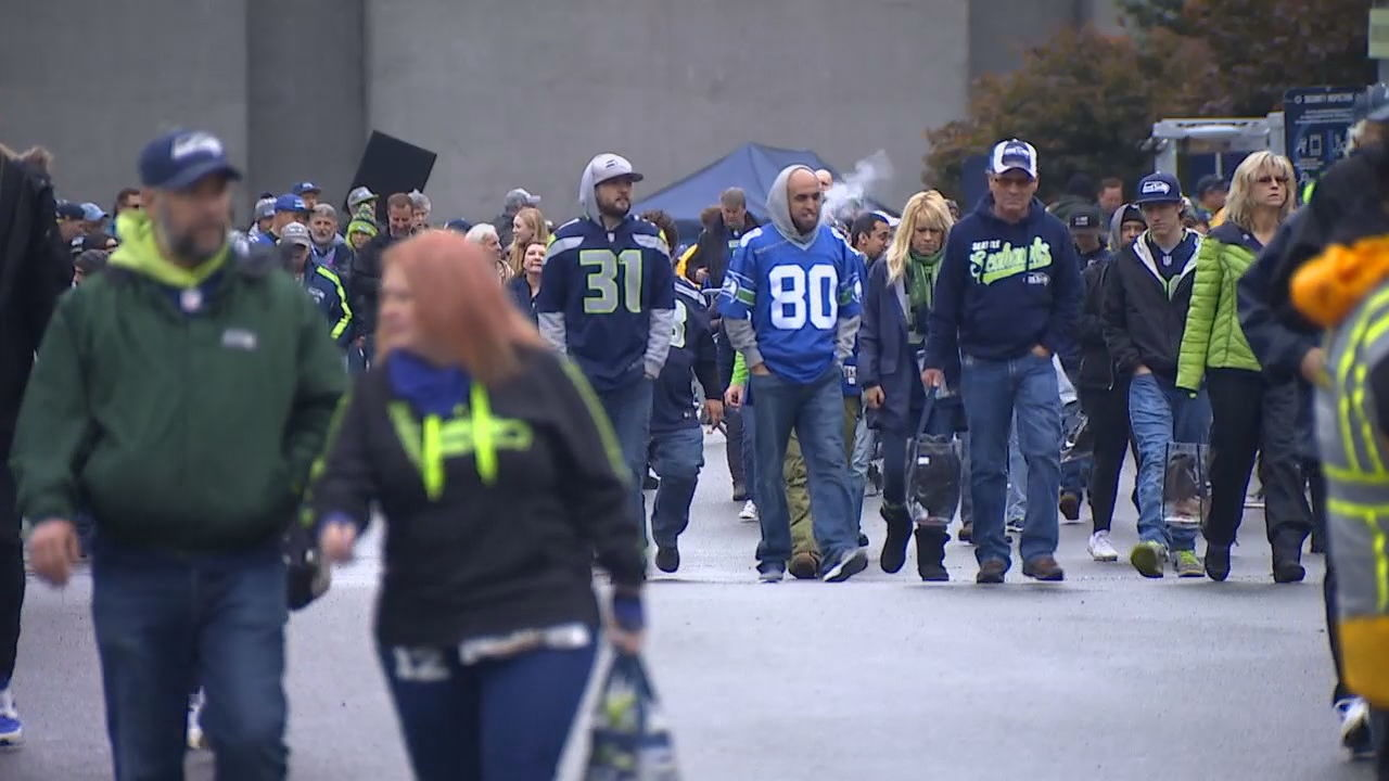 Seahawks fans drop off ballots, register to vote ahead of city council elections (KOMO News)