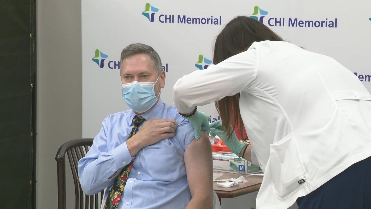 Infectious disease specialist Dr. Mark Anderson receives the first vaccine at CHI Memorial. (Image: WTVC)