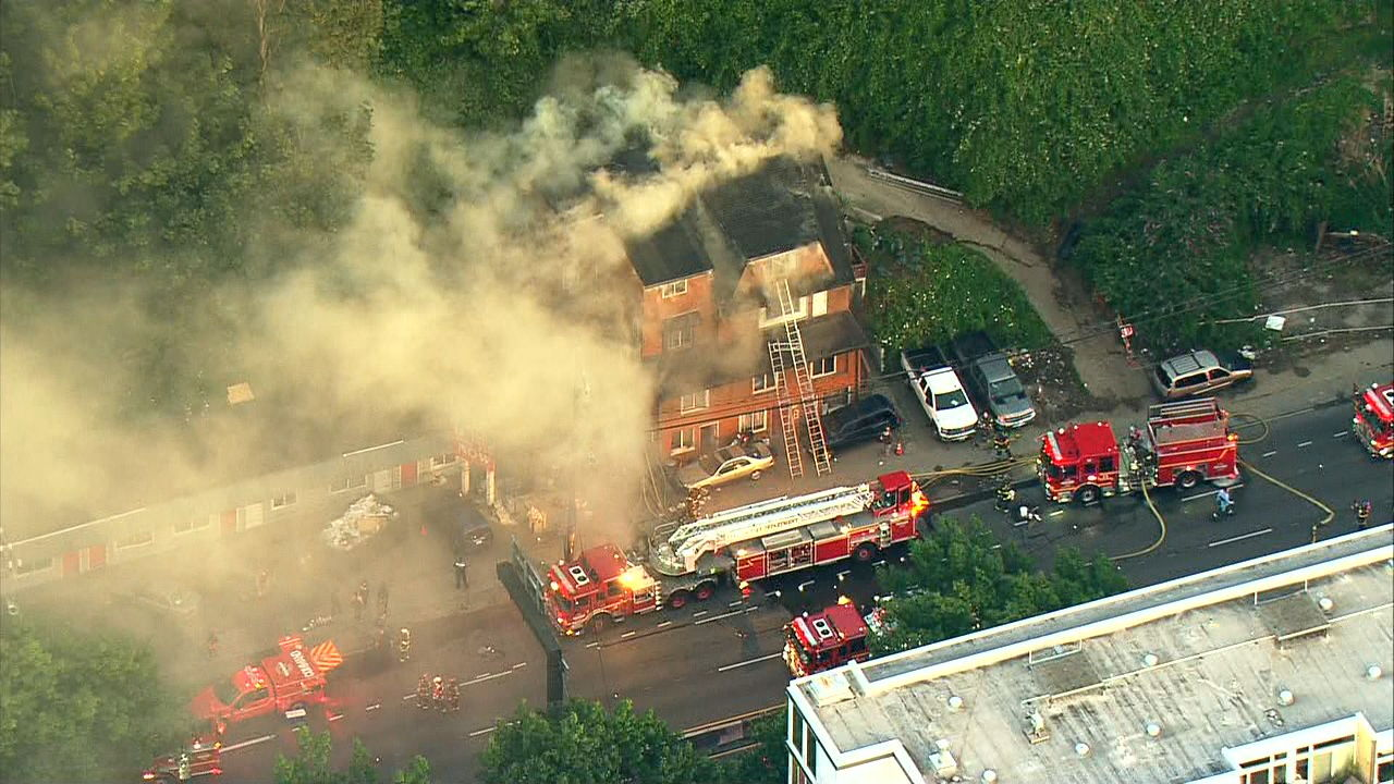 Fire burns building in Aurora Ave. (KOMO Image)