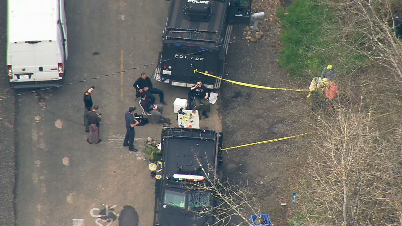 Multiple law enforcement agencies converge on the Lewis Co. property in a massive police raid. (KOMO News/Air 4 photo)