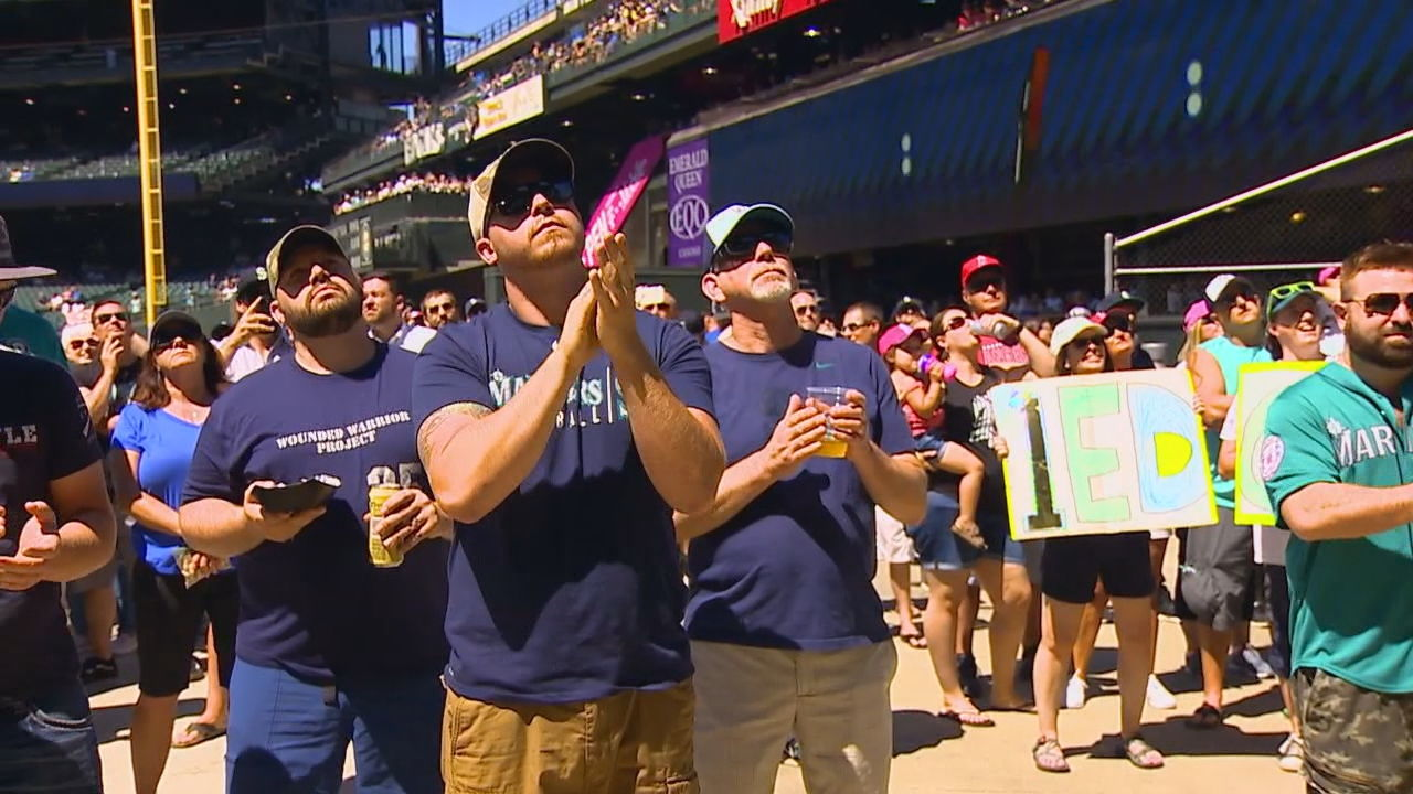 Edgar Martinez fans celebrate induction ceremony at T-Moble Park (KOMO News)