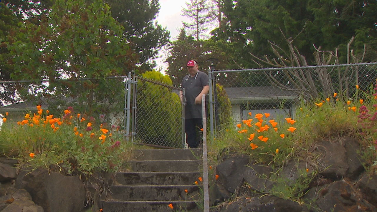 Eric's Heroes: Burien man brings joy to his job (KOMO News)