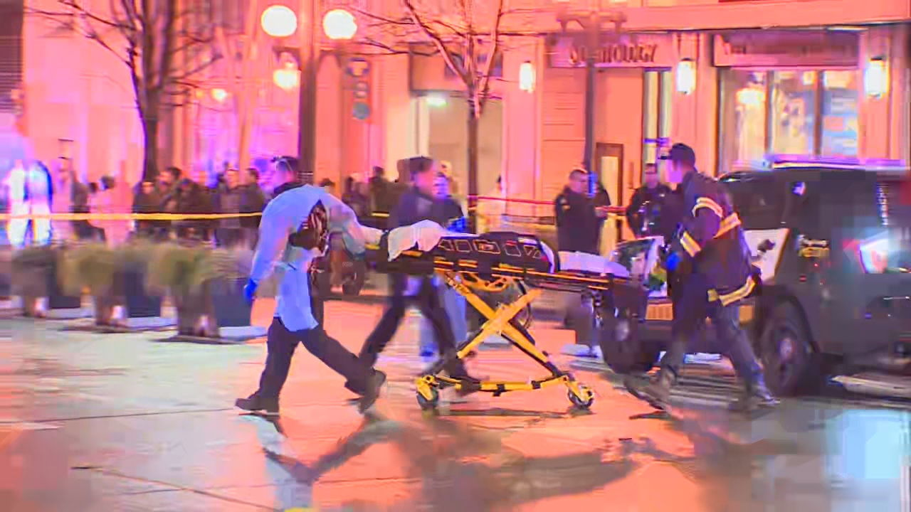 Police and medics rush to 4th and Pine in Downtown Seattle after multiple people were shot. (KOMO Photo)