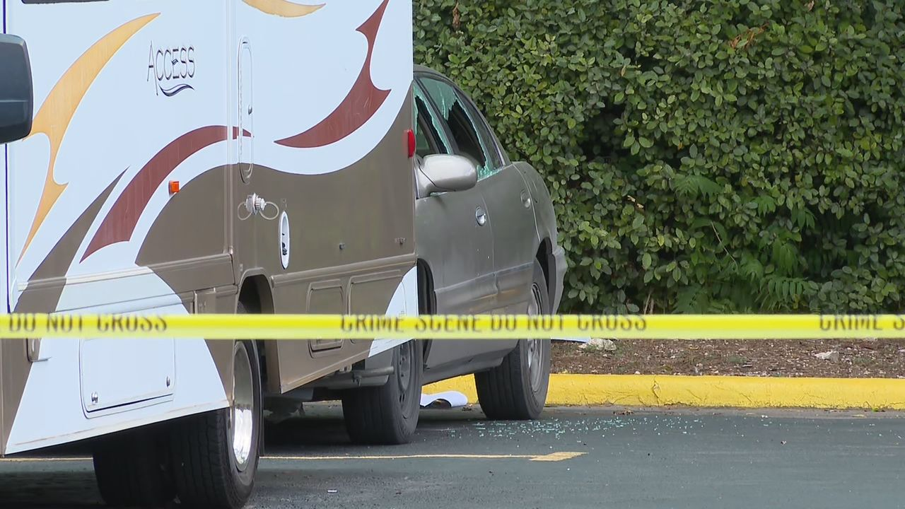 Police searching for man in an SUV who shot a woman in the parking lot at Eastside motel (SBG San Antonio)