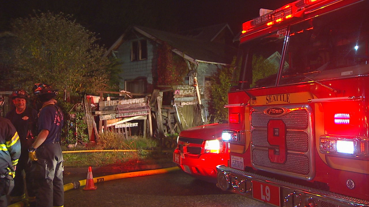 Seattle firefighters respond to the house fire. (KOMO News photo)