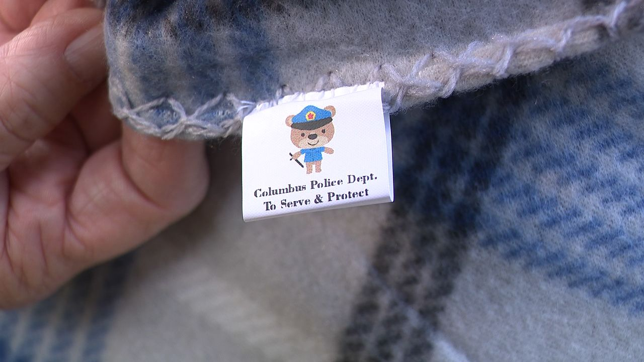 Columbus Police are working to bring the community closer together one blanket at a time. (WSYX/WTTE)