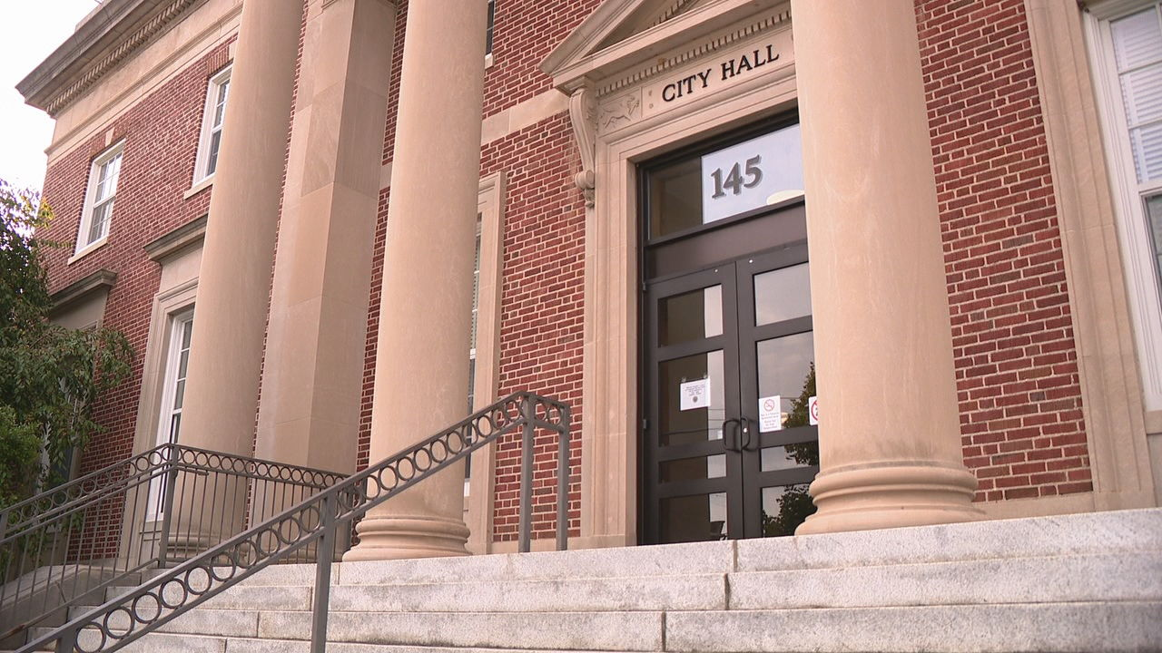 Hendersonville City Council members passed a plan Thursday night to increase security at city hall. (Photo credit: WLOS staff)