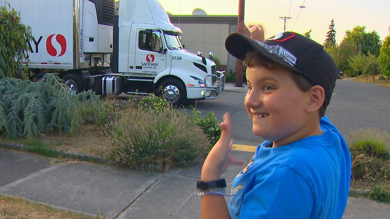 Eric's Heroes: Boy with autism forms a special bond with Safeway driver (KOMO News)