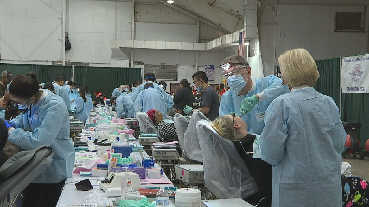 Nearly 400 volunteers came to assist on Saturday. [Image: WTVC]