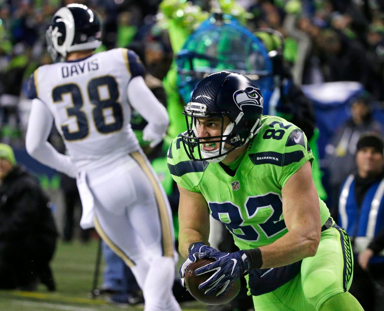 Seattle Seahawks tight end Luke Willson, right, reacts after scoring a touchdown against the Los Angeles Rams in the first half of an NFL football game, Thursday, Dec. 15, 2016, in Seattle. (AP Photo/Elaine Thompson)