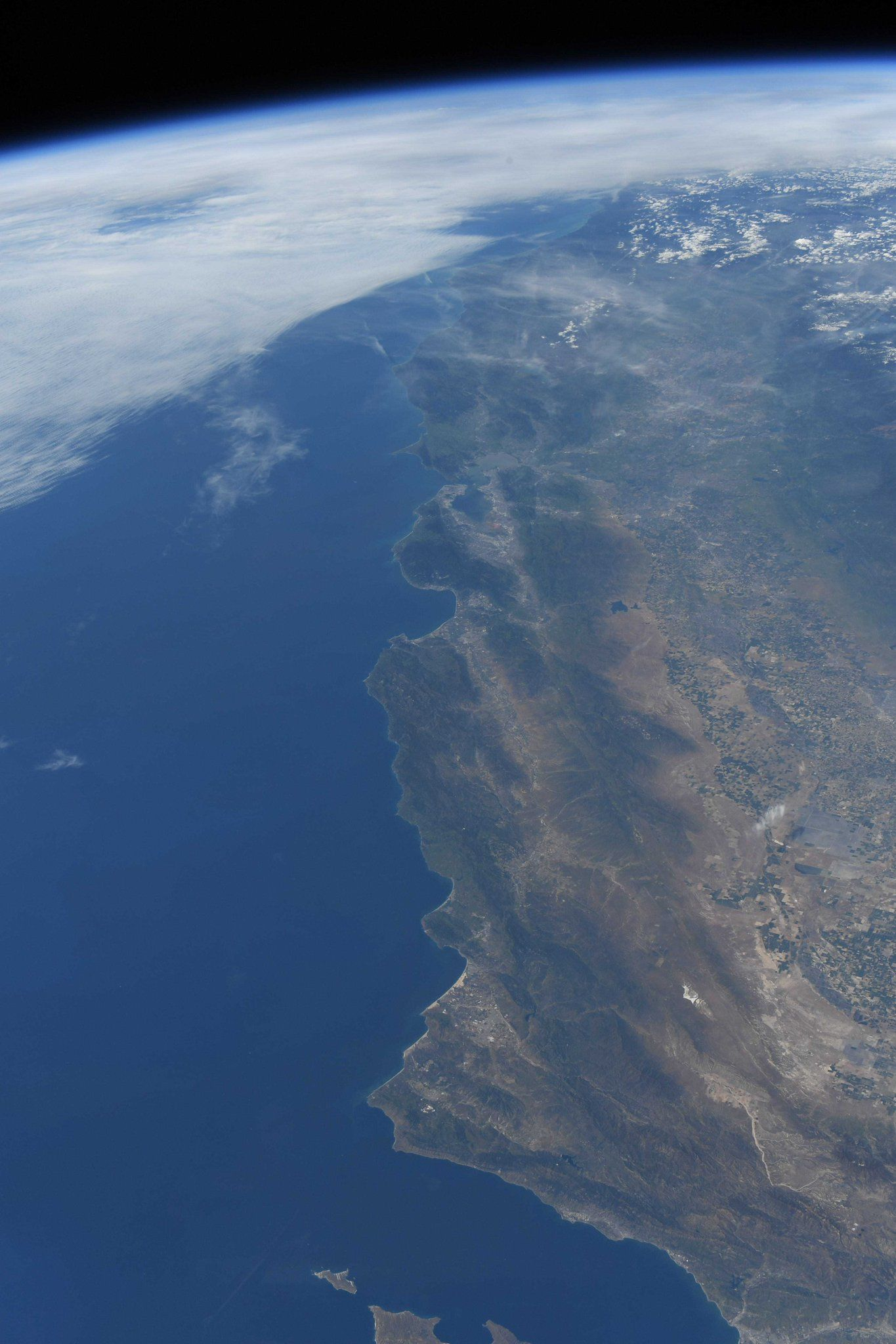San Francisco and the Big Sur ? as beautiful from orbit as from the ground! (Photo & Caption David Saint-Jacques, NASA)