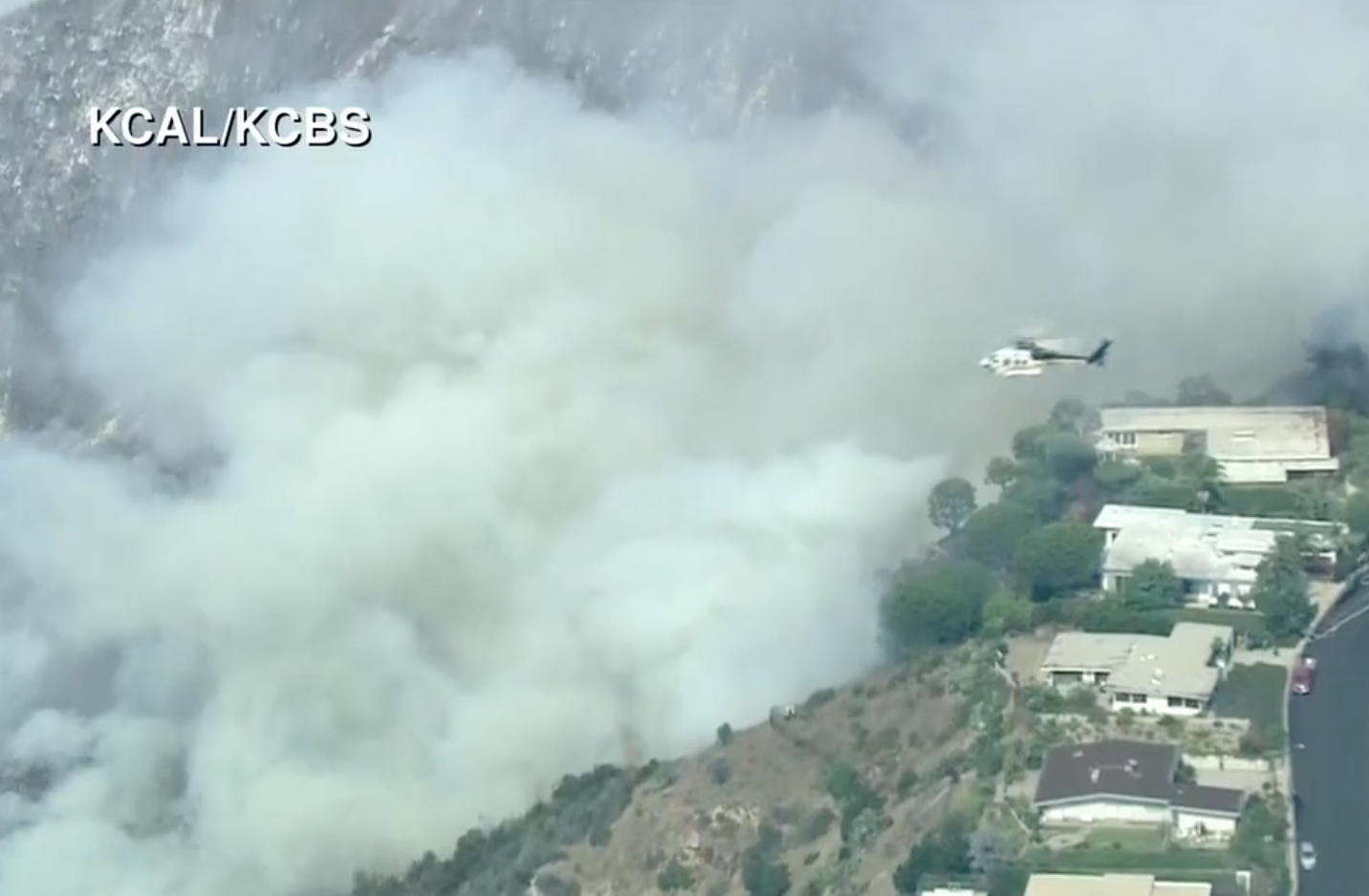 Watch: Brush fire threatens homes in Pacific Palisades, California (KCBS via CNN Newsource)