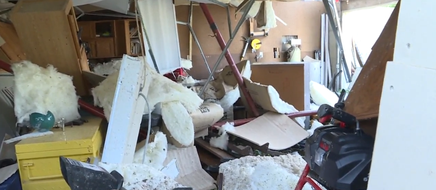 Damage from devastating tornadoes in Missouri. // WSBT 22