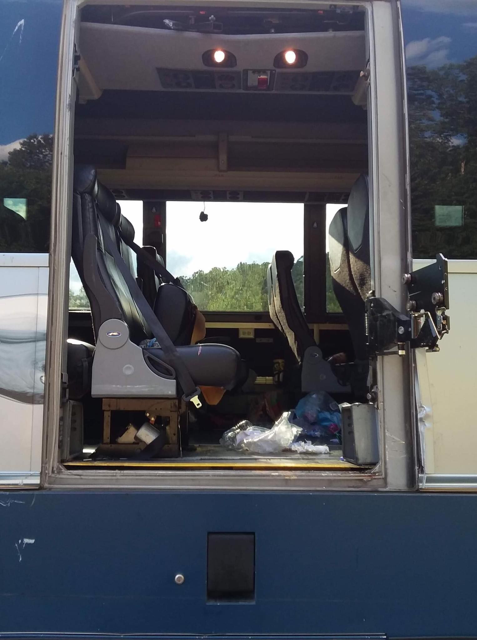 At least 17 injured in crash between truck and Greyhound bus in Kentucky (Mount Vernon Fire Department)