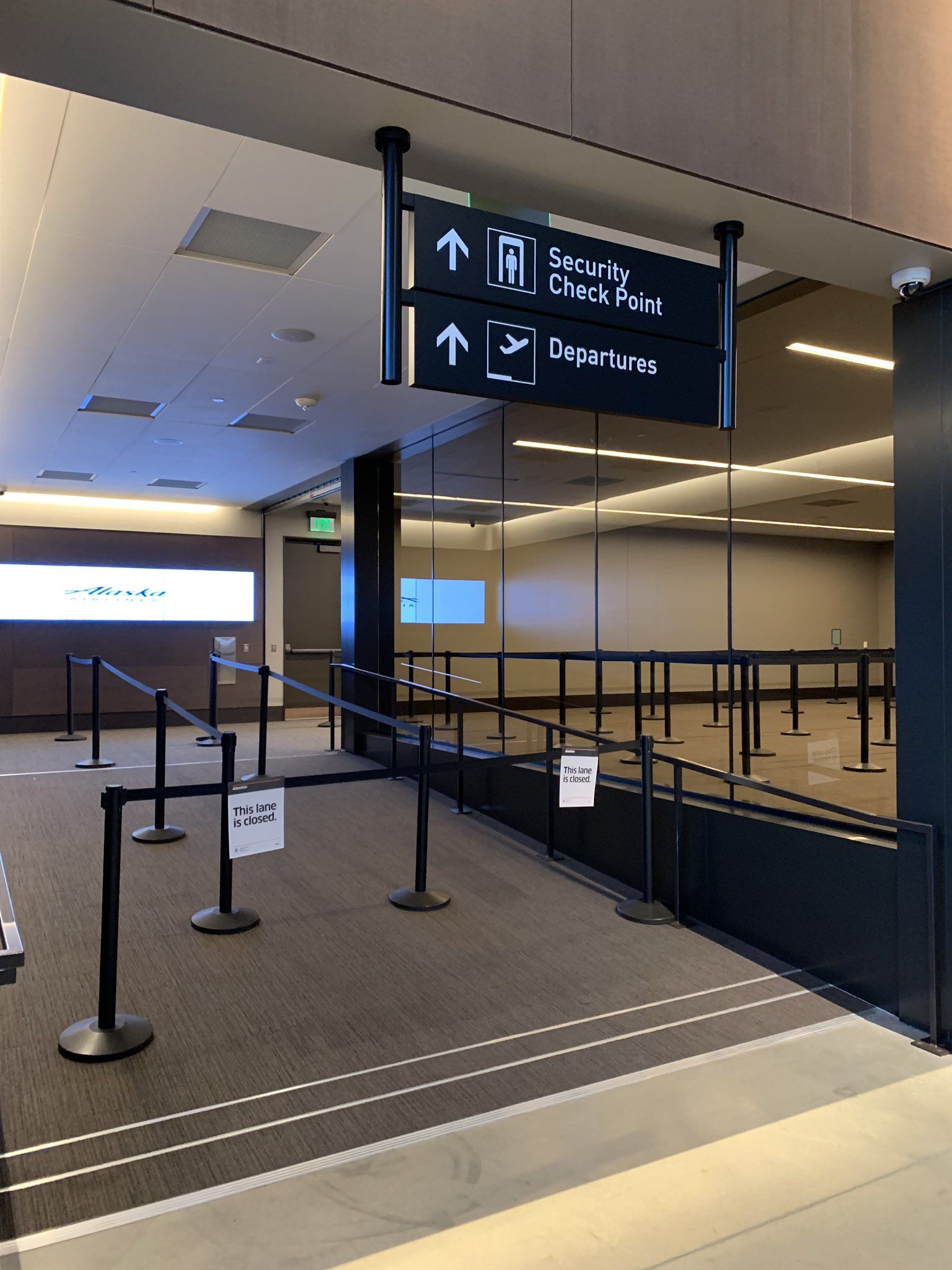 Inside Paine Field's new passenger terminal. (Photo: John Colucci / KOMO News)