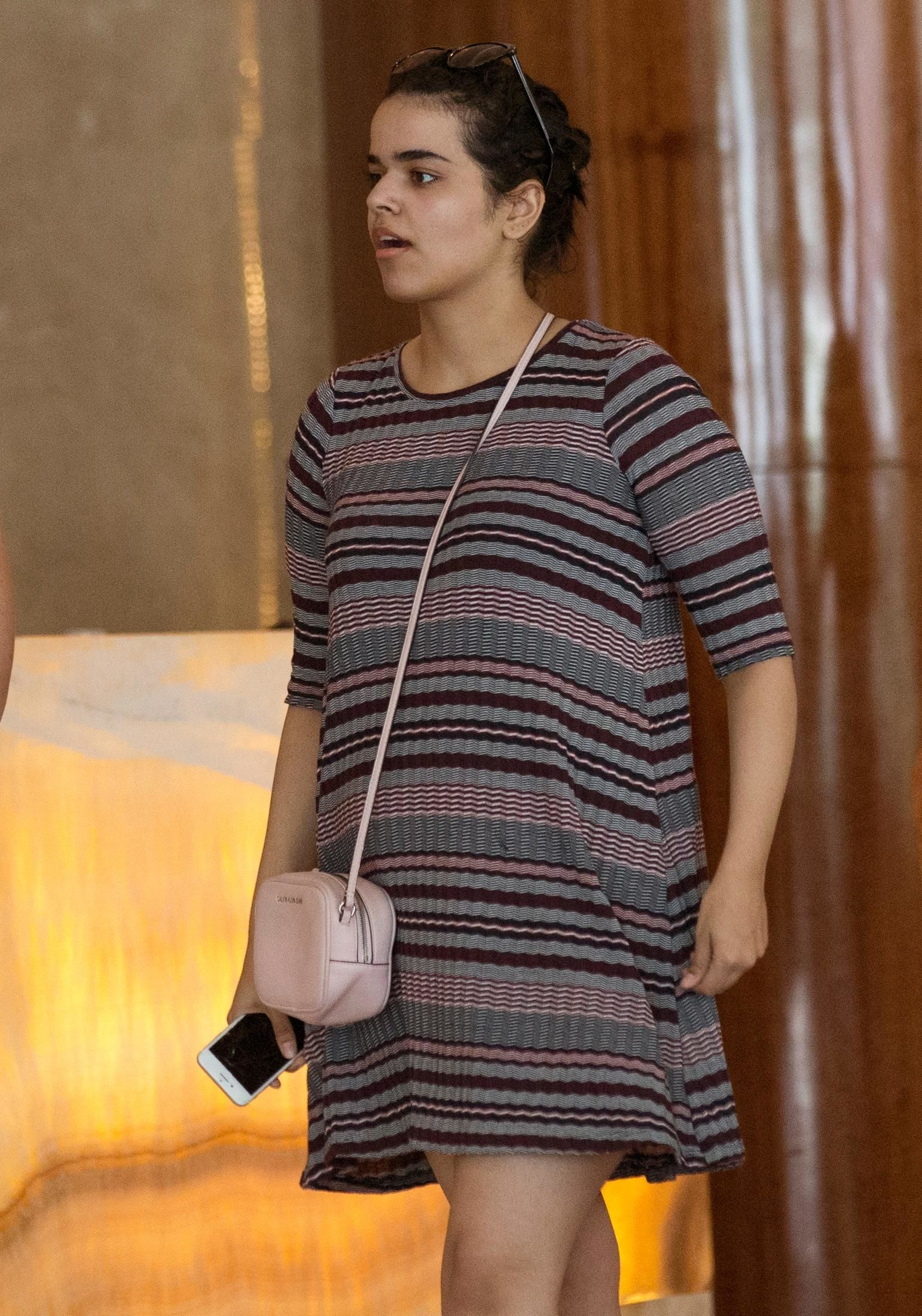 Rahaf Mohammed Alqunun holds a mobile phone in Bangkok, Thailand, Friday, Jan. 11. (AP Photo/Sakchai Lalit)