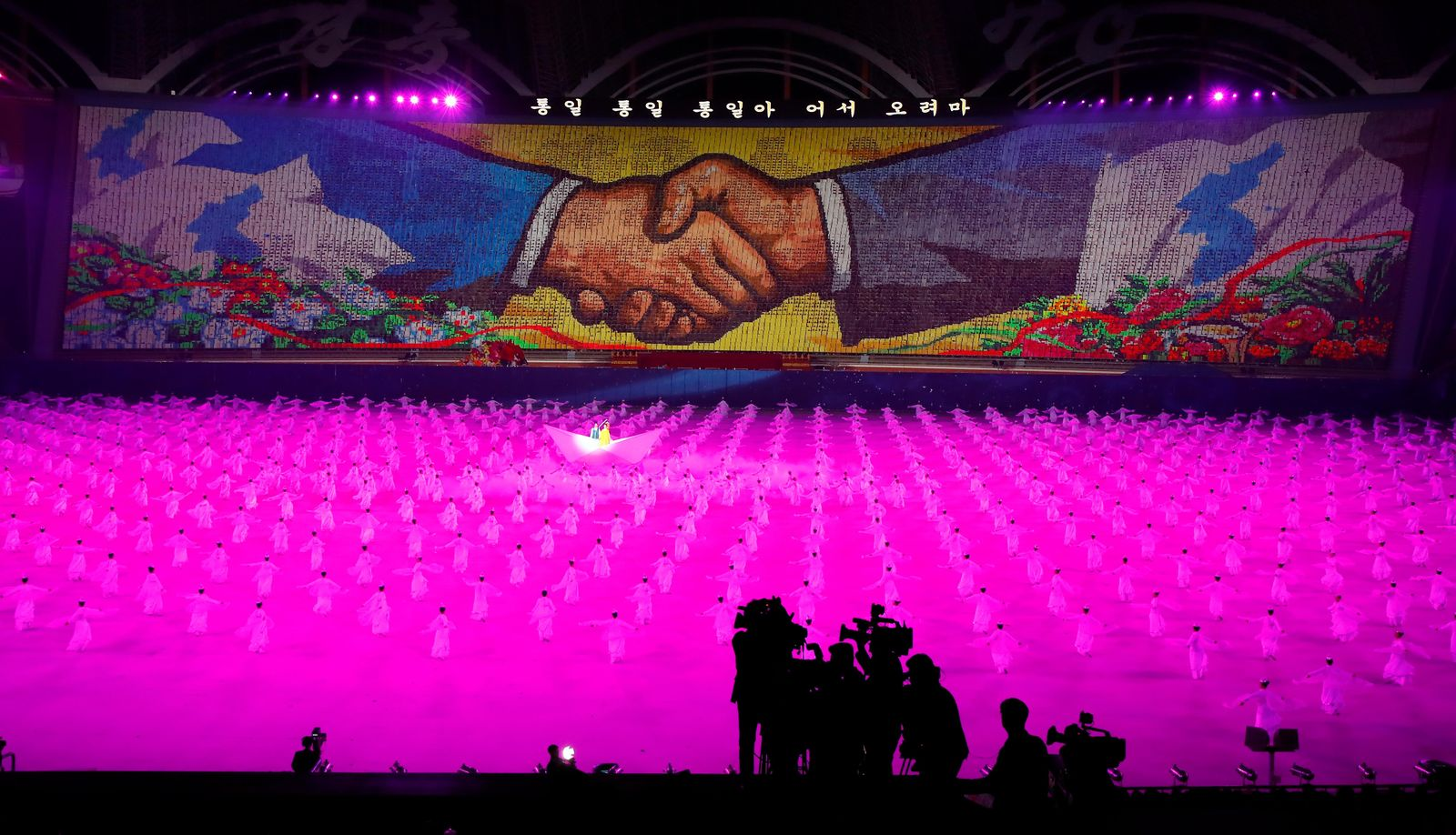 "North Koreans perform during the mass games performance of ""The Glorious Country"" at May Day Stadium in Pyongyang, North Korea, Wednesday, Sept. 19, 2018. (Pyongyang Press Corps Pool via AP)"