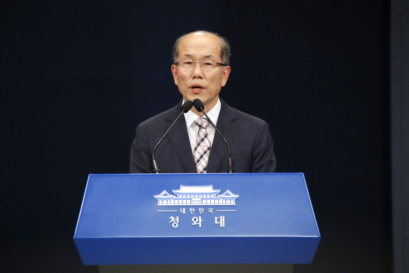 Kim You-geun, deputy director of South Korea's presidential national security office speaks at the presidential Blue House in Seoul, South Korea, Thursday, Aug. 22, 2019.{ } (Bae Jae-man/Yonhap via AP)