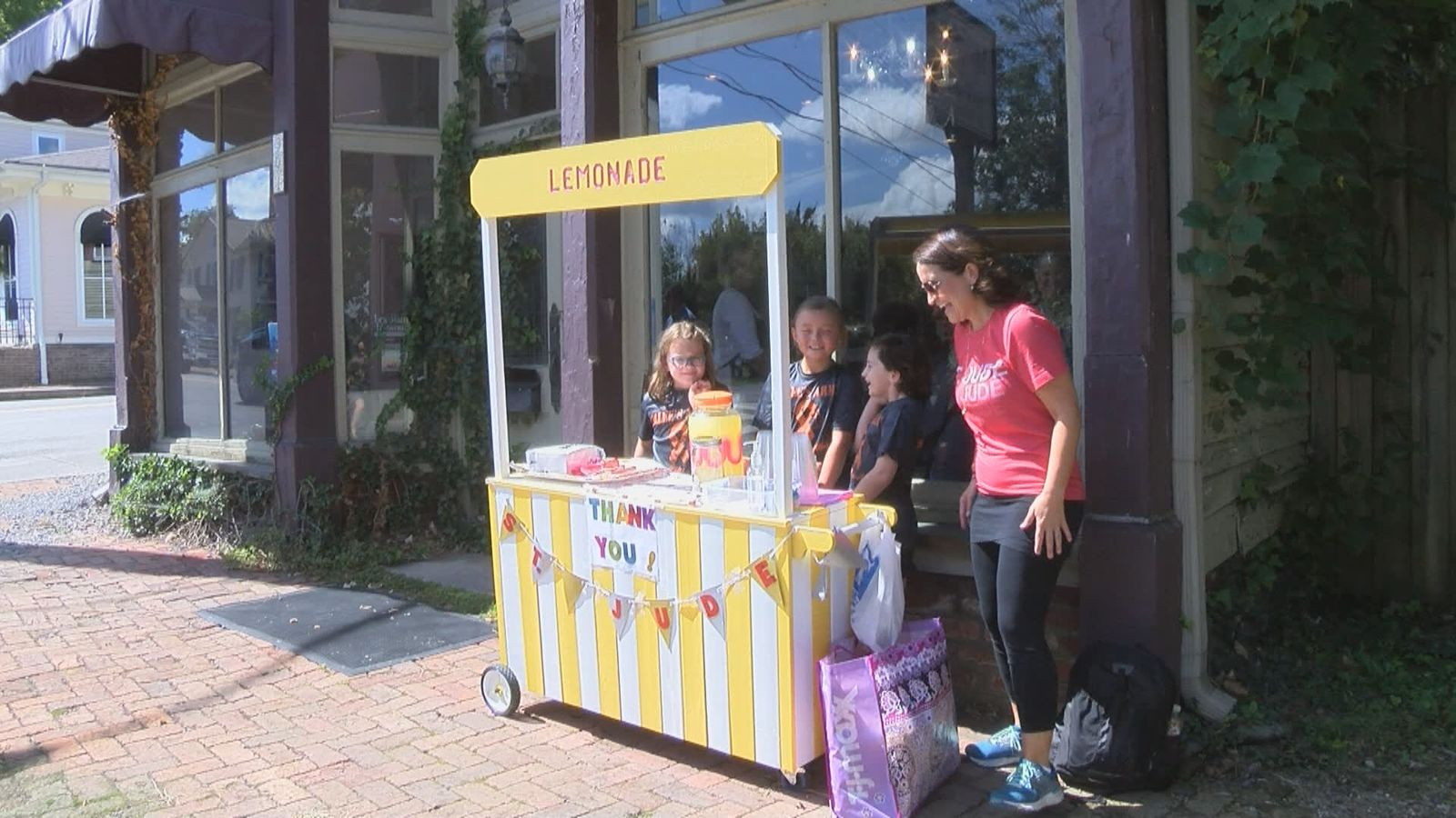It was Ellee's idea to hold a lemonade stand fundraiser. (Angelique Arintok, WCYB)