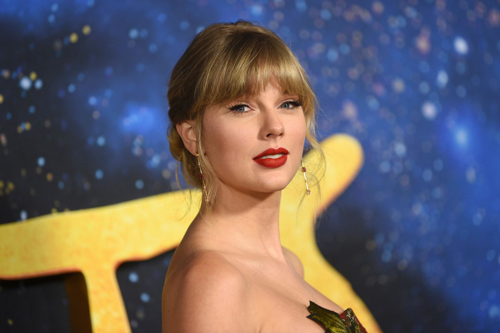 "FILE - In a  Monday, Dec. 16, 2019 file photo, Taylor Swift attends the world premiere of ""Cats,"" at Alice Tully Hall, in New York. (Photo by Evan Agostini/Invision/AP, File)"