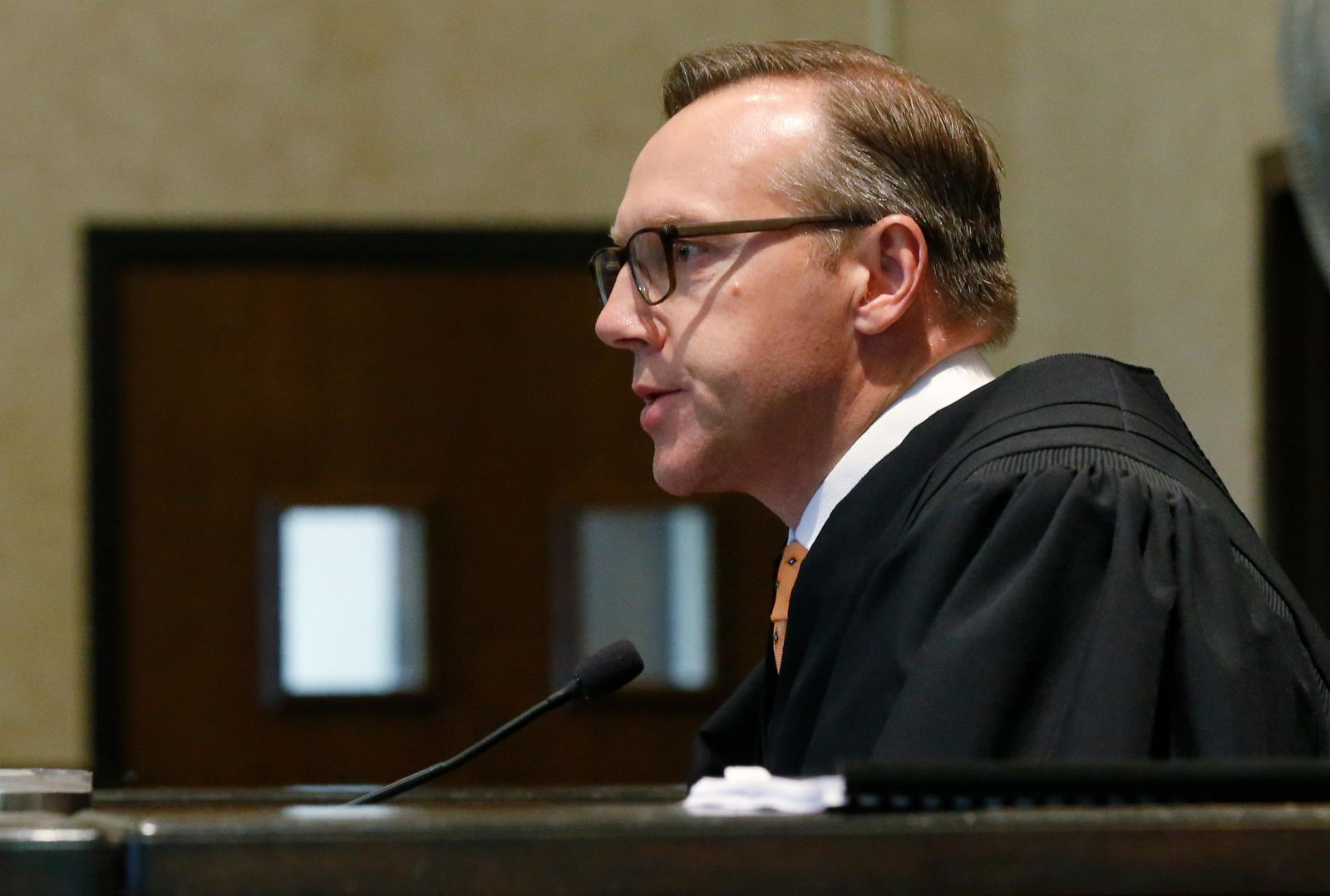 Judge Thad Balkman speaks at the conclusion of closing arguments in Oklahoma's ongoing opioid drug lawsuit against Johnson & Johnson, Monday, July 15, 2019, in Norman, Okla. (AP Photo/Sue Ogrocki, Pool)