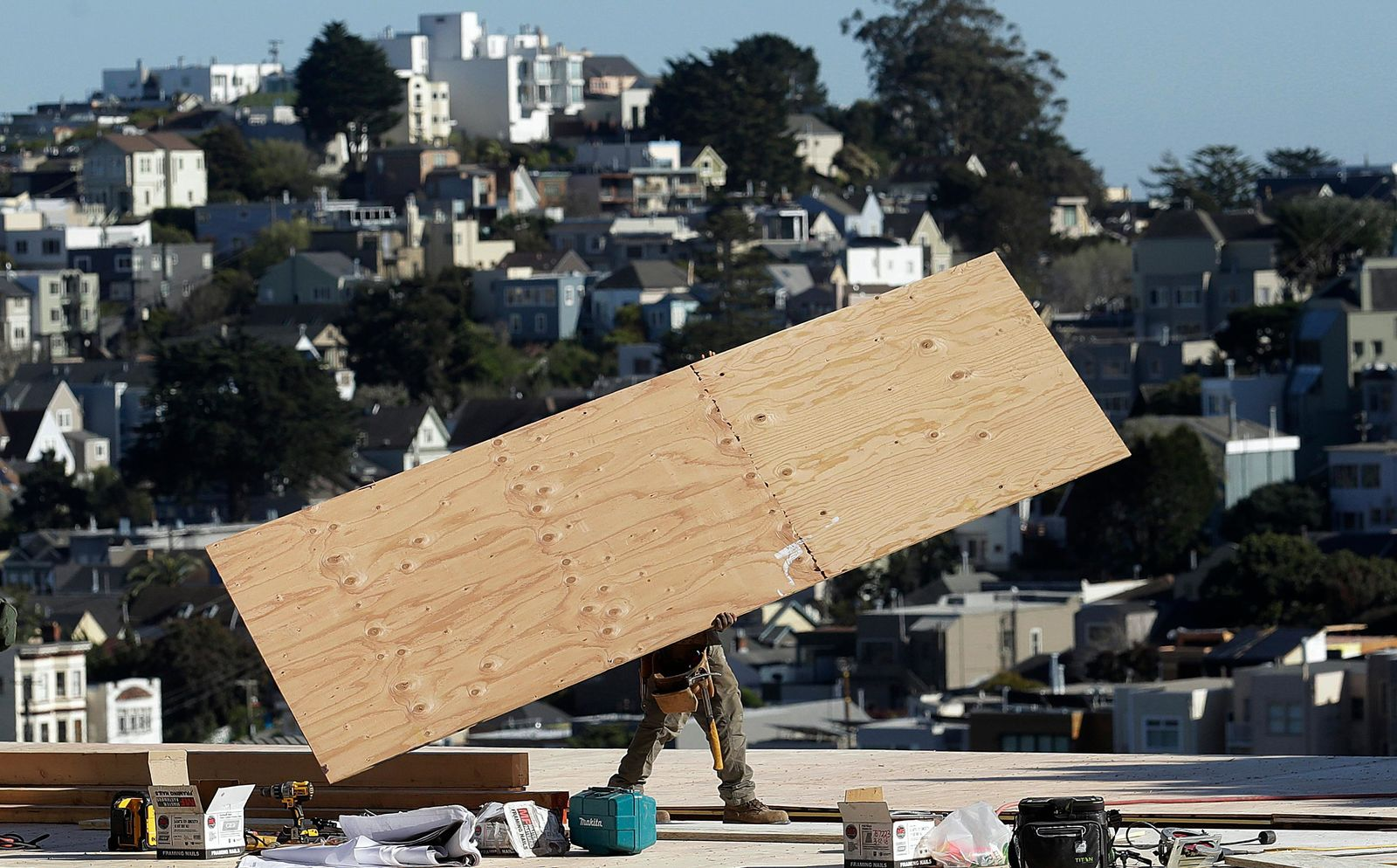 FILE - In this March 28, 2018, file photo, a construction crew works on a roof in San Francisco. California officials announced Friday, Aug. 16, 2019, that job growth in the world's fifth-largest economy is now in its 113th month, tying the expansion of the 1960s as the longest on record. . (AP Photo/Jeff Chiu, File)