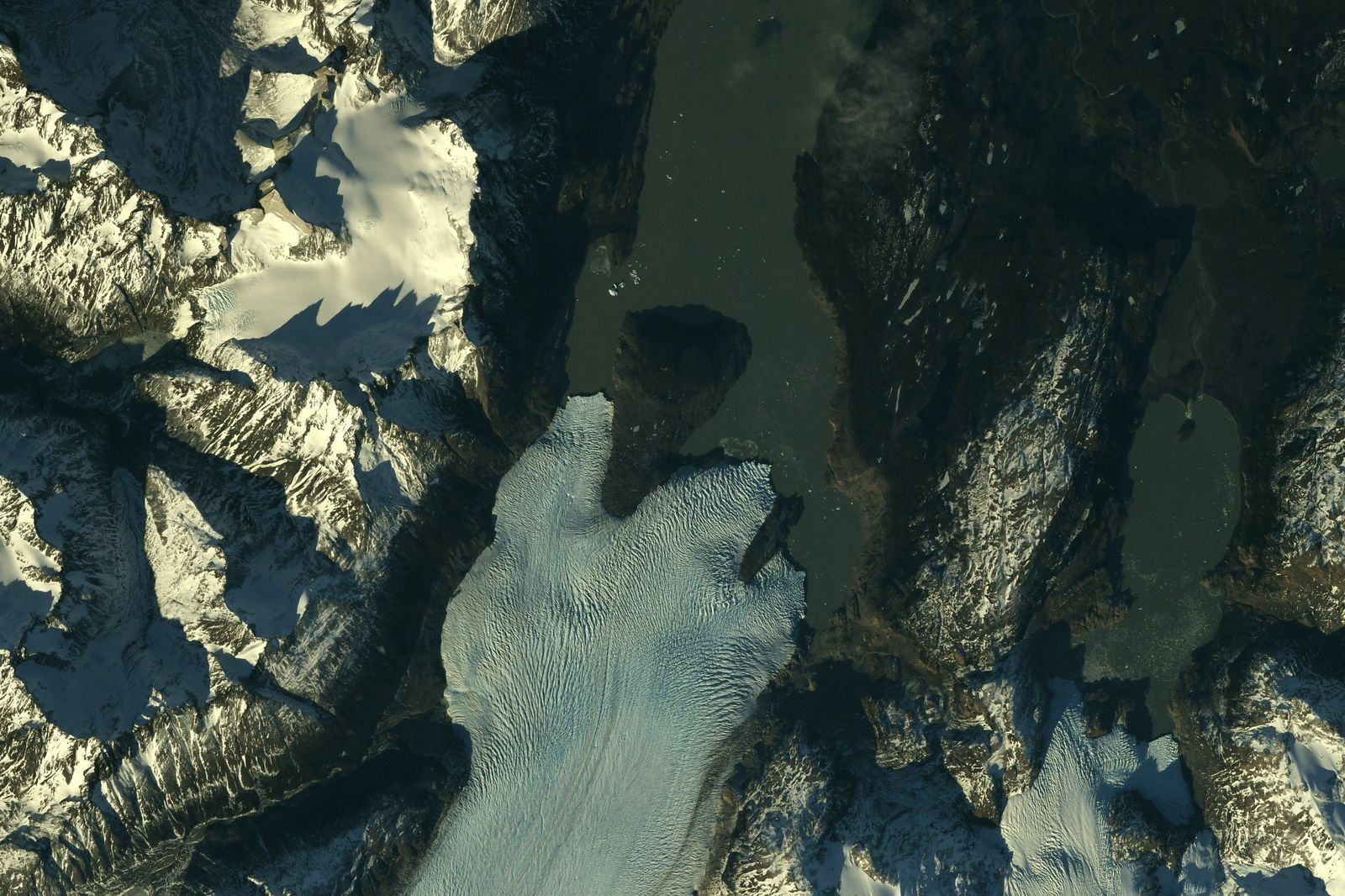 Azure rivers of ice in Patagonia #Chile #Argentina (Photo & Caption Ricky Arnold, NASA)