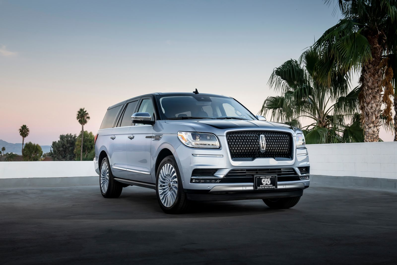 Long-wheelbase Lincoln Black Label Navigator was specially ordered and customized for celebrity car enthusiast Jay Leno and debuted at Jay's Garage Stand at 2018 SEMA{ } (Photo: Lincoln)