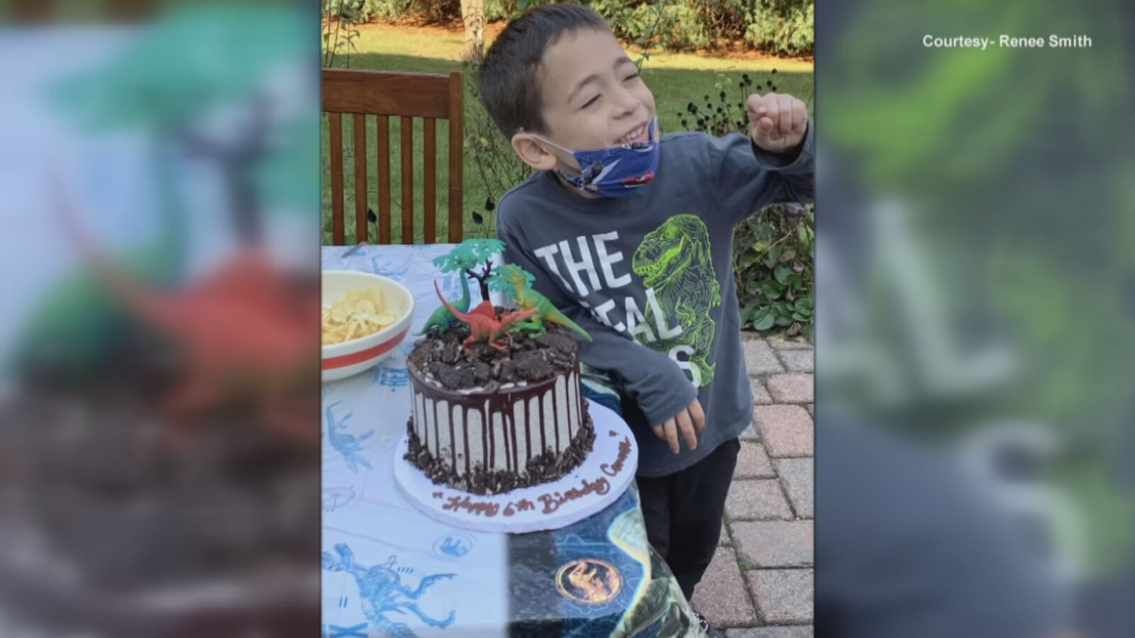 An anonymous woman paid for birthday cakes for kids at a pastry shop in memory of her son. (Courtesy of Renee Smith)<p></p>