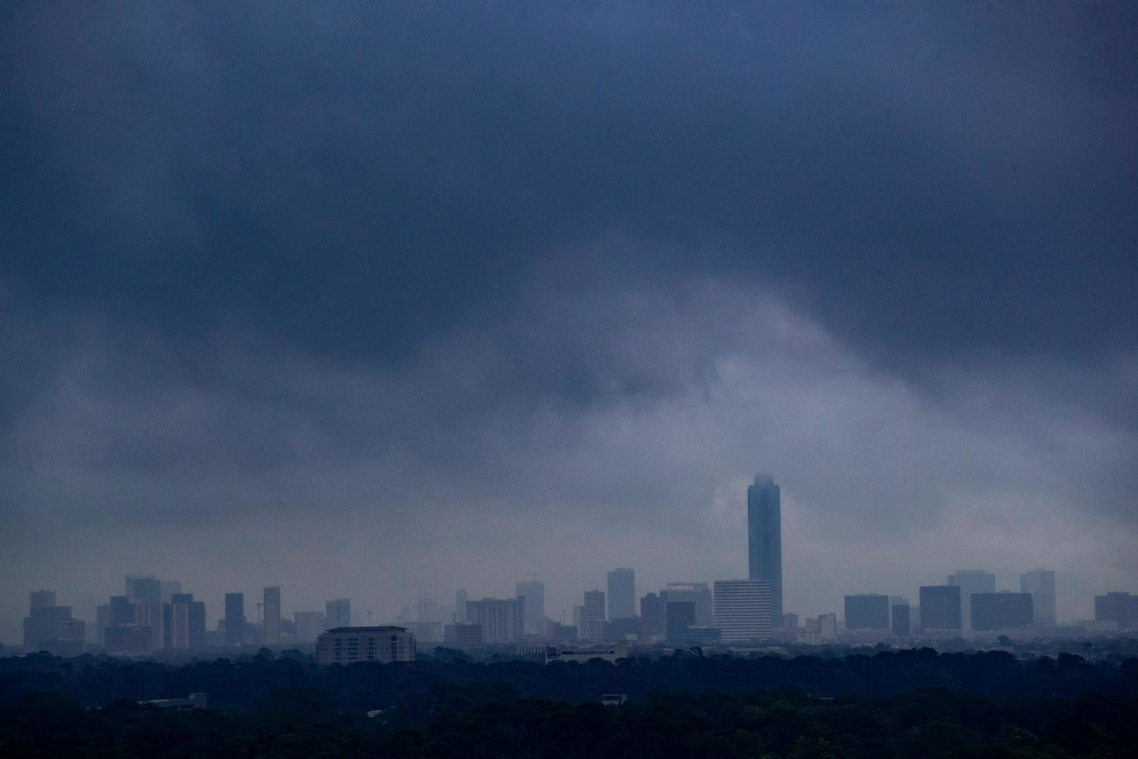 Tropical Weather Gulf Weather moves over the city of Houston on Tuesday, Sept. 17, 2019. ( Marie D. De Jesús /Houston Chronicle via AP)