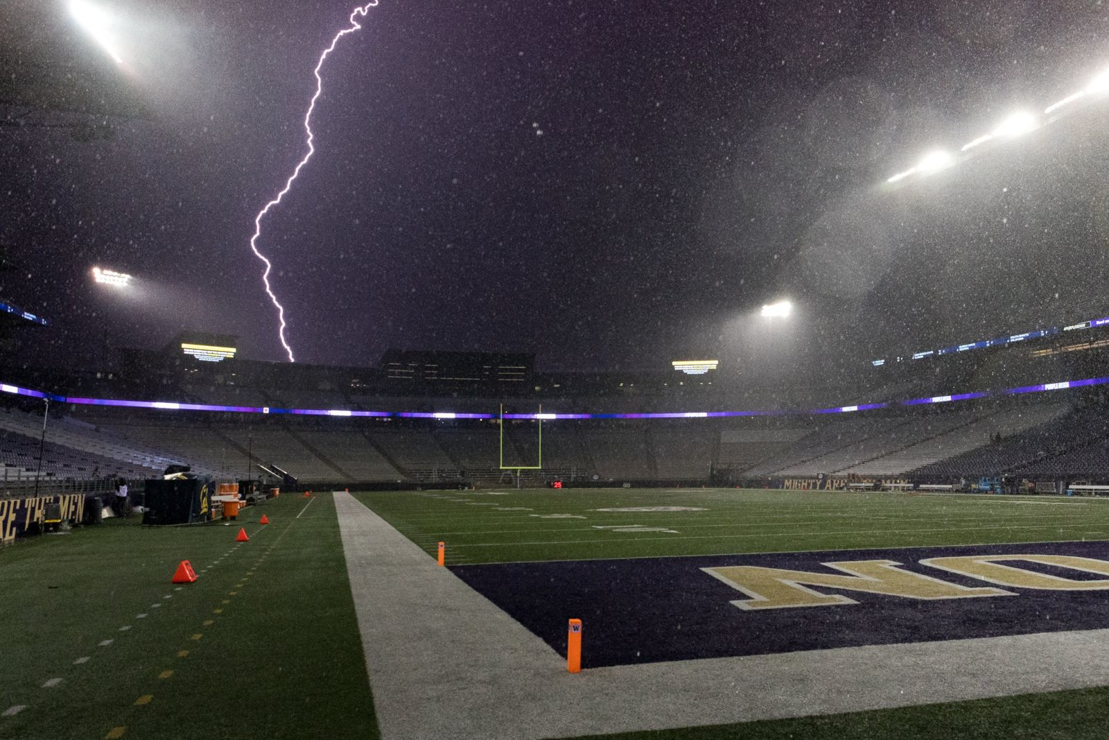 Lightning strikes near the Husky Stadium (Photo: Conor Courtney / The Daily of the University of Washington)