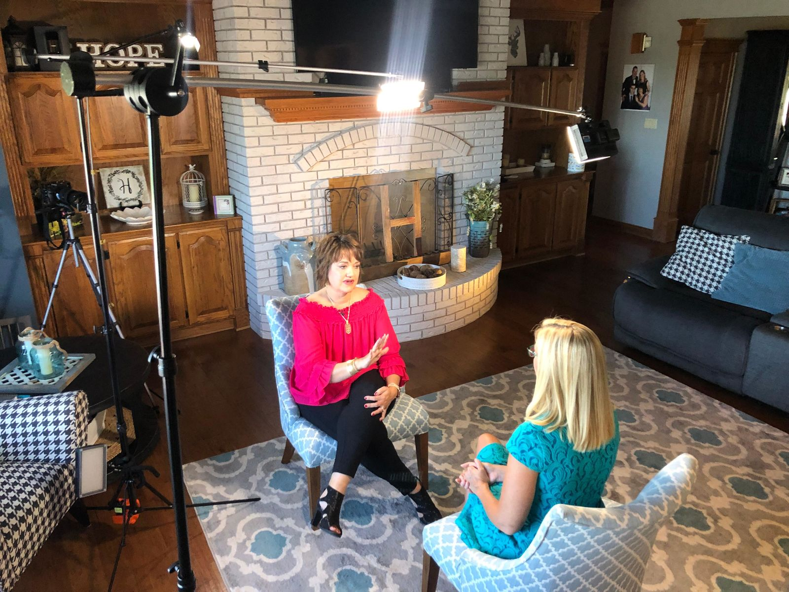 Raylene Hollrah talks with investigative reporter Joce Sterman about her BIA-ALCL diagnosis (Photo: Alex Brauer, Sinclair Broadcast Group)