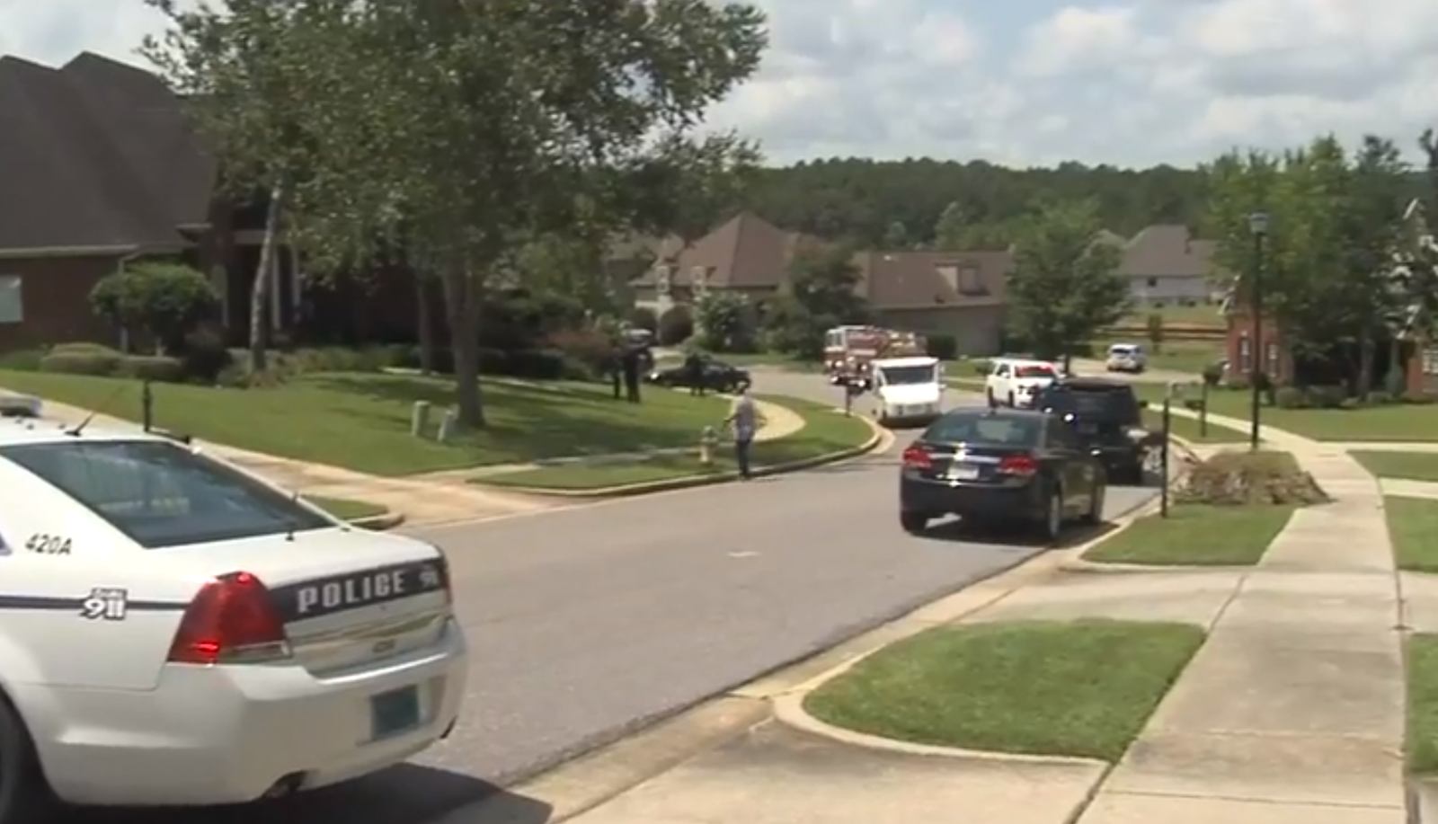 (IMAGE: WPMI) Mobile Police respond to report of multiple stabbing