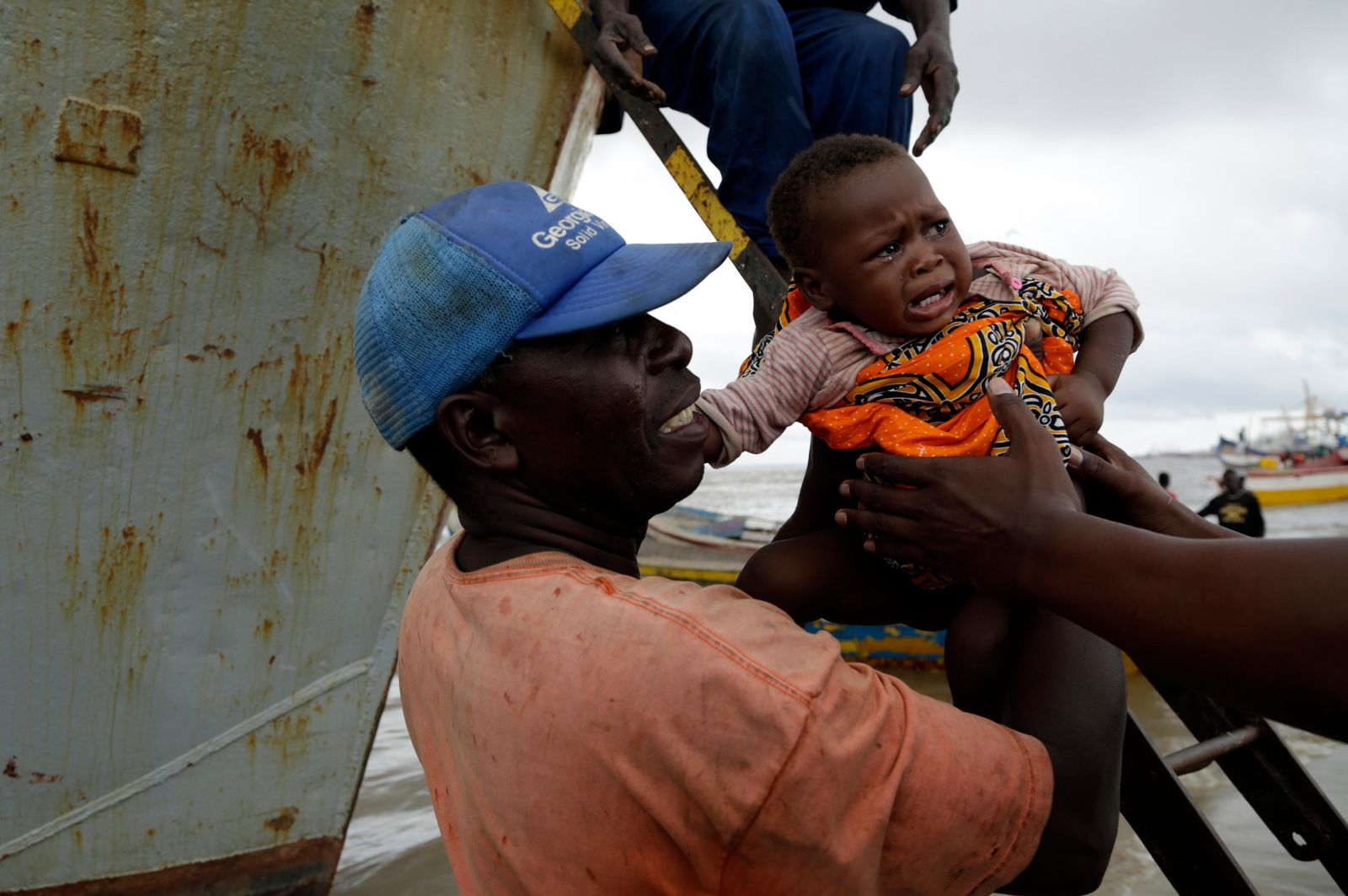 A young girl is carried off the boat after being rescued from a flooded area of Buzi district, 200km outside Beira, Mozambique, Saturday, March 23, 2019. (AP Photo/Themba Hadebe)