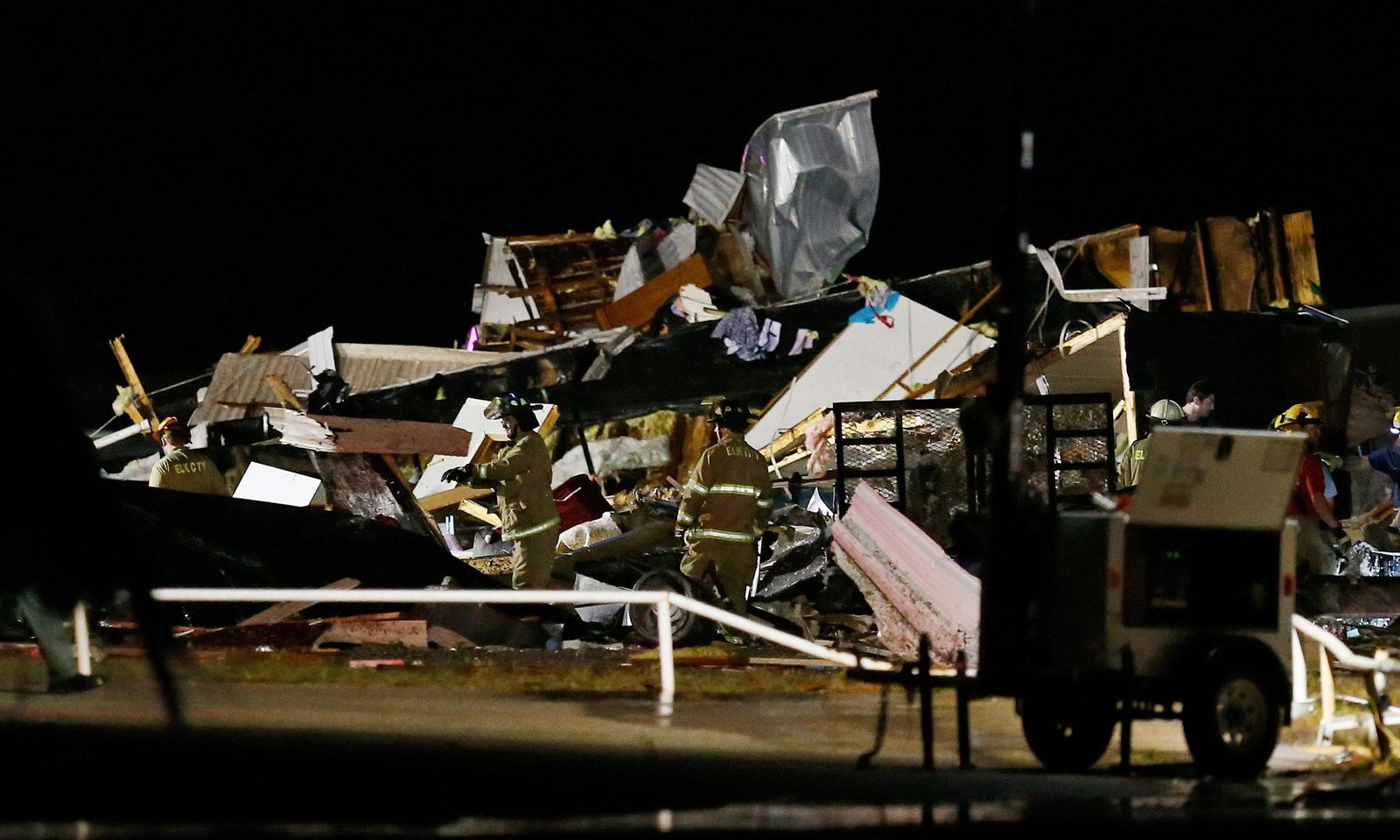 Emergency workers search through debris from a mobile home park, Sunday, May 26, 2019, in El Reno, Ok., following a likely tornado touchdown late Saturday night. (AP Photo/Sue Ogrocki)