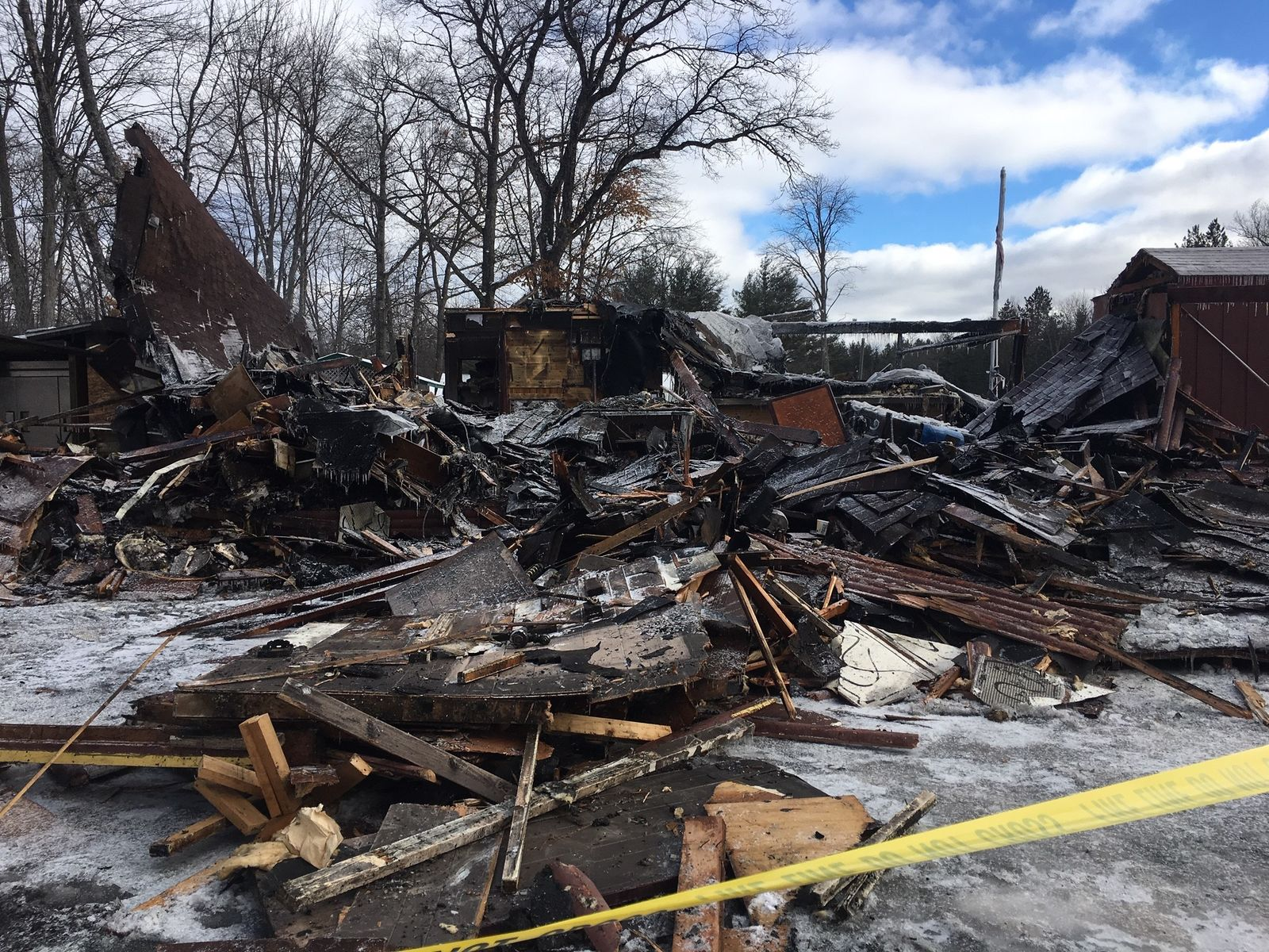 Iconic Kalkaska County bar burns to the ground.