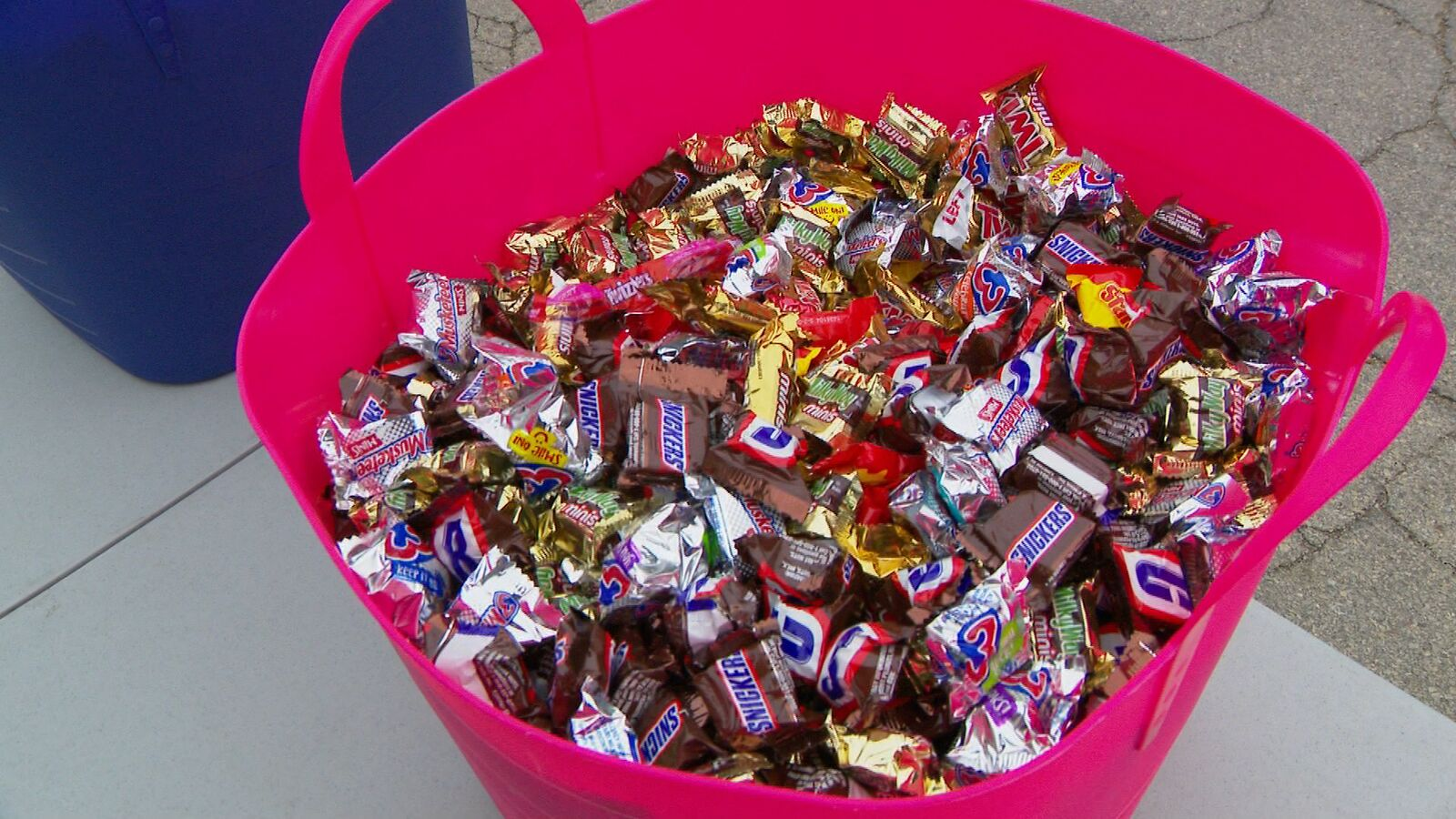 A bucket of Halloween candy at the Truck or Treat event in Menomonie Park Zoo (courtesy: WLUK)