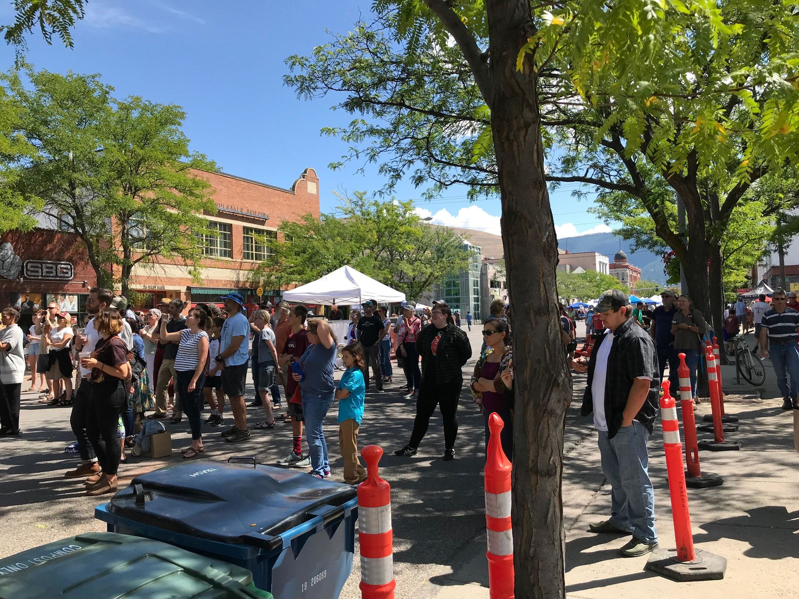 People began to set up their chairs and pick their spots on the sidewalk and street in front of the main stage before enjoying and dancing to the music (Photo: NBC Montana){&nbsp;}<p></p>