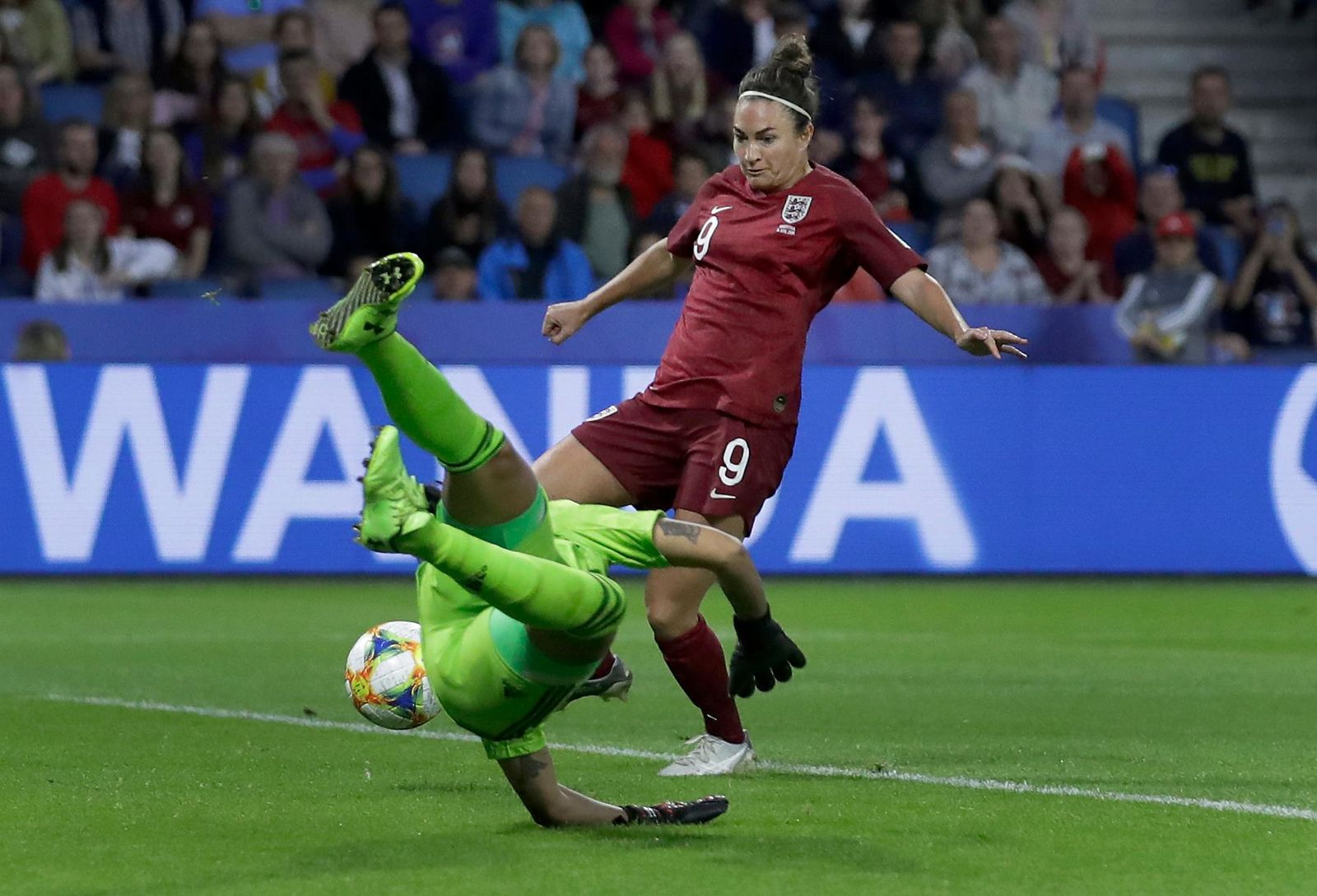 England's Jodie Taylor, rear, scores the opening goal during the Women's World Cup Group D soccer match between England and Argentina at the Stade Oceane in Le Havre, France, Friday, June 14, 2019. (AP Photo/Alessandra Tarantino)