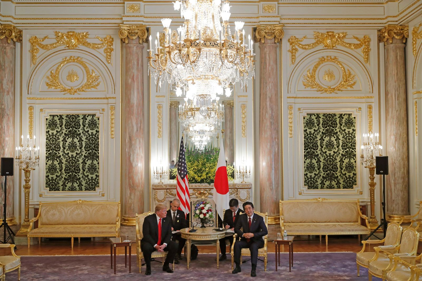 U.S. President Donald Trump, left, and Japanese Prime Minister Shinzo Abe hold a talk at Akasaka Palace. May 27, 2019.(AP Photo/Eugene Hoshiko, Pool)