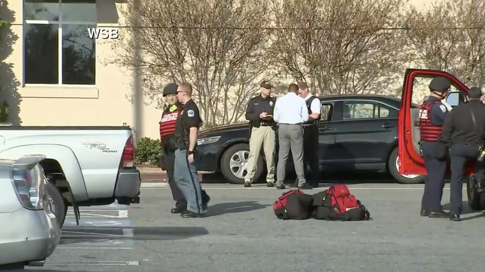 Shooting incident at crowded Atlanta mall sparks panic (Screenshot courtesy of WGCL via CNN Newsource)